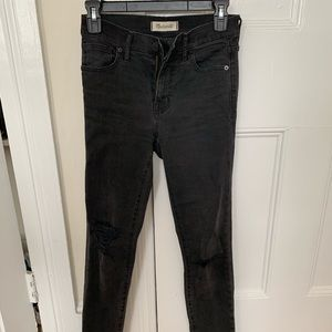 """Madewell 9"""" mid-rise ripped skinny jeans in black"""